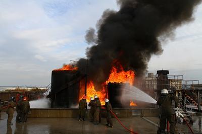 油貯蔵タンク火災